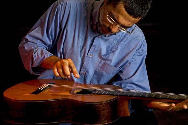 Alexandre Atmarama lança na próxima semana livro didático de violão