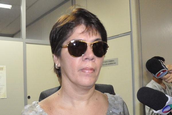 Casal acusado de comandar as fraudes no setor de precatórios do TJRN chega ao Fórum sem algemas e demonstrando calma