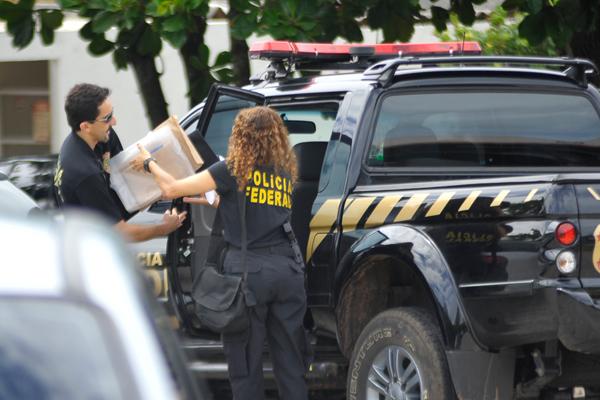 Policiais federais estiveram ontem no Hotel Parque da Costeira