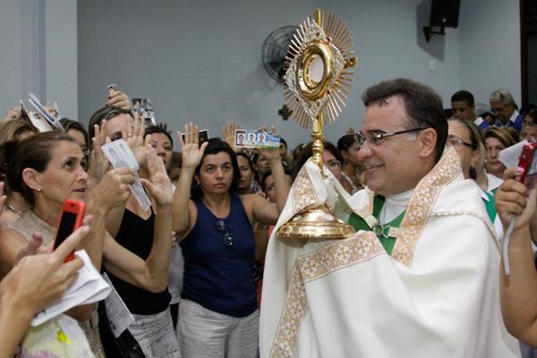 Participação dos católicos na população está em queda, apesar do esforço da igreja nos últmos anos