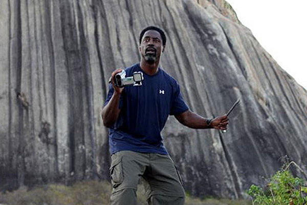 Matthews (Isaiah Washington) é atraído para montanha cearense