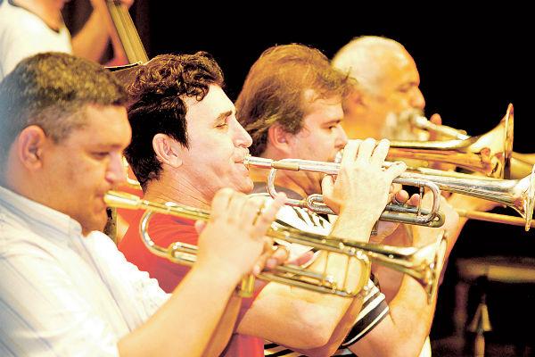Naipes da Orquestra foram reforçados com músicos convidados