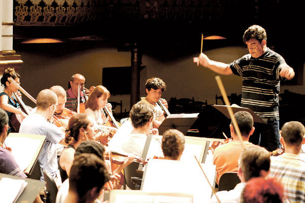 Maestro Nelson Melin abre a temporada como regente convidado