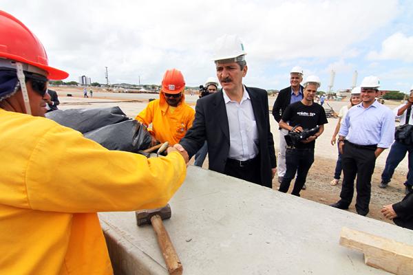 Aldo Rebelo visita obras de construção da Arena das Dunas e diz estar tranquilo com prazos