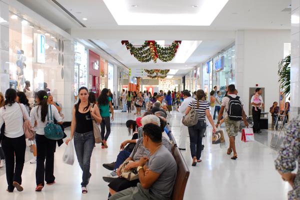 Lojas em shopping fecham, mas praça da alimentação ficará aberta