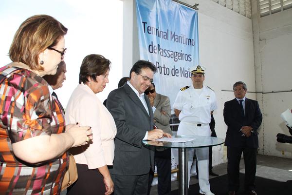 Governadora Rosalba Ciarlini assinou ordem de serviço junto ao ministro dos Portos, Leônidas Cristino, na manhã de ontem