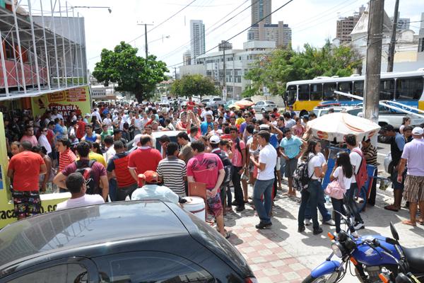 A pequena carga de ingressos colocada à disposição do América gerou uma procura grande e um princípio de tumulto na Cidade Alta