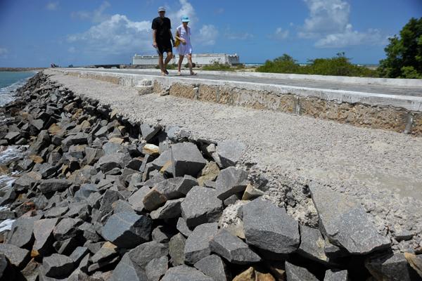 Independente da restauração da Fortaleza dos Reis Magos, a passarela de acesso também pede intervenção urgente