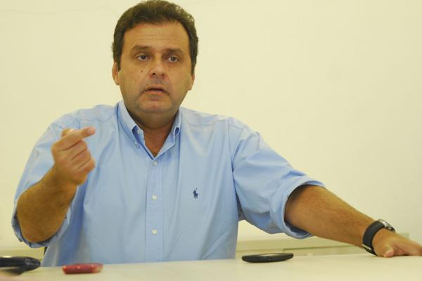 Carlos Eduardo avisa que vai recorrer à Justiça se as contas forem rejeitadas na Câmara Municipal