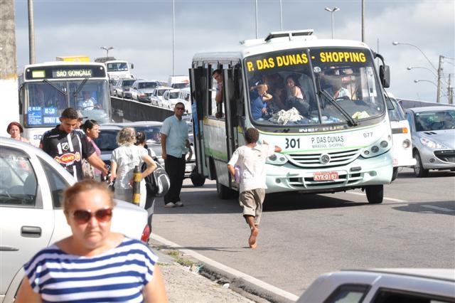 Rodoviários permanecem em greve
