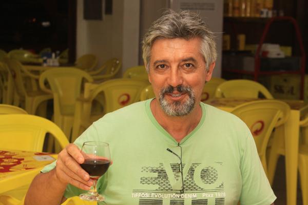 Antônio Lopes foi atingido por disparos em seu restaurante