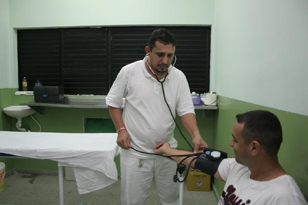 O posto médico do presídio foi montado com a ajuda da Prefeitura e vem sendo bem mantido
