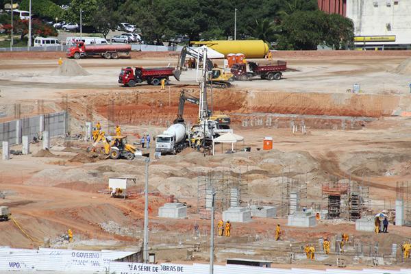 A instalação dos primeiros pilares vai fazer a construção da Arena das Dunas crescer de forma vertical