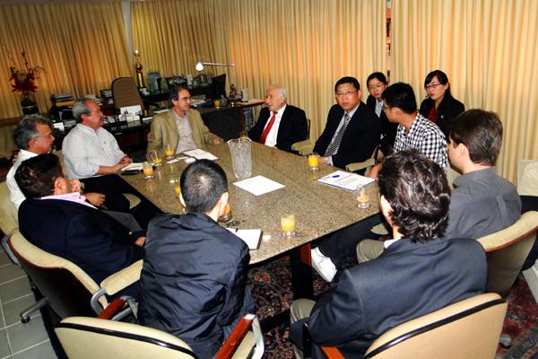 O presidente da Fecomércio, Marcelo Queiroz, recebeu representantes de fábrica de elevadores