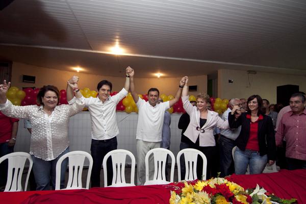 Wilma de Faria, Carlos Eduardo e Robinson Faria comemoram decisão para formar a aliança