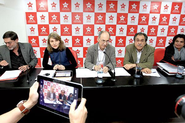 Presidente do Partido dos Trabalhadores, Rui Falcão comanda reunião da executiva nacional