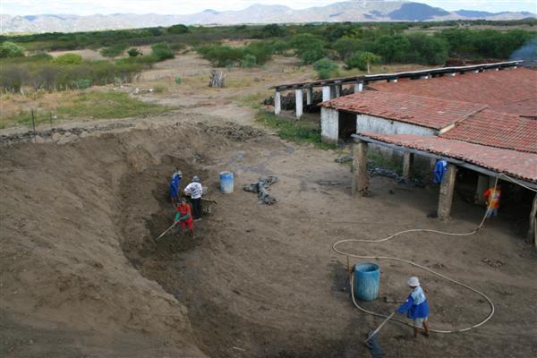 José Wilton Salvino da Silva, 25 anos, recém-contratado da cerâmica Santa Rita: Hoje as fazendas não contratam mais, então a gente dá graças a Deus quando outros setores chamam.