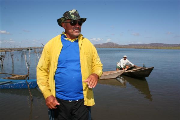 José Rodrigues da Silva: A estiagem está atrapalhando muito. No ano passado, que choveu muito, a gente via peixe em todos os cantos e até na margem da barragem. Hoje não se vê mais.