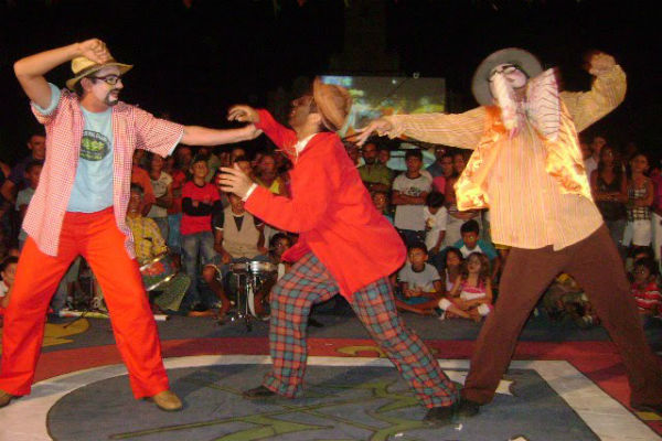 Grupo Ciranduis de teatro de rua é um dos articuladores do Escambo