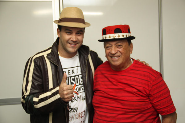 O rei do trocadilho, Genival Lacerda, 81, e filho João lacerda se apresentam juntos hoje no Arraiá do Zé Bonitinho. O cantor de Severina Xique-Xique vai homenagear a Luiz Gonzaga.