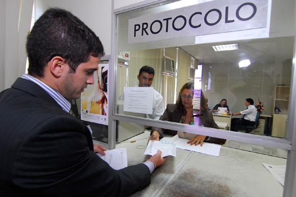 Documentos e DVDs com a lista dos políticos e gestores que tiveram contas rejeitadas chegam ao Tribunal Regional Eleitoral