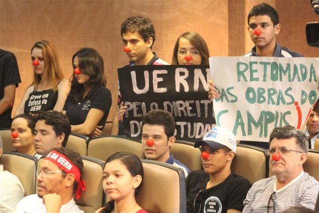Estudantes também participaram da audiência pública
