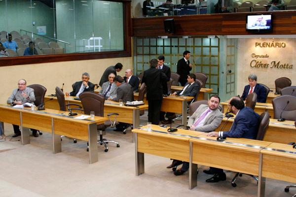 Durante a votação realizada no plenário da Assembleia Legislativa,15 deputados foram favoráveis ao projeto e apenas quatro contra