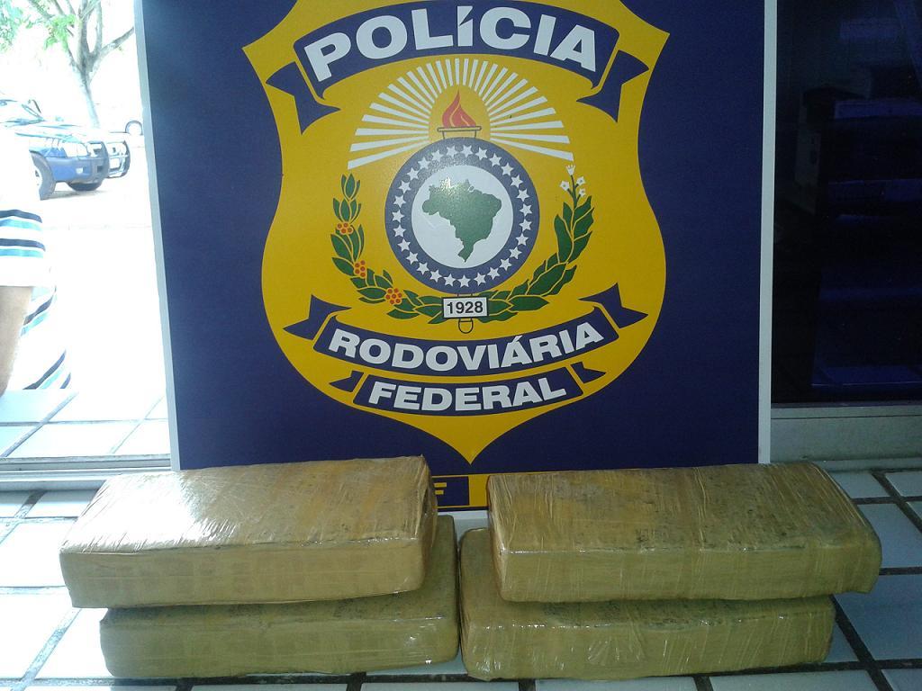 Policia Rodoviária Federal apreende 4 kg de maconha com jovem de 16 anos