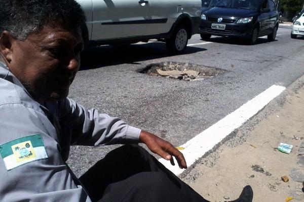 José Roberto aguardou no canteiro central o atendimento do Samu