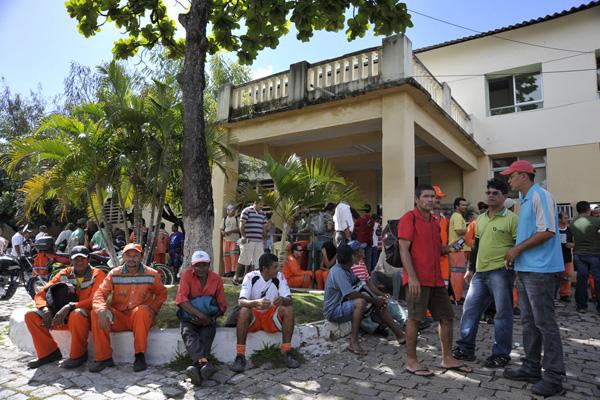 Ontem, funcionários da Urbana protestaram contra a terceirização da mão de obra da empresa