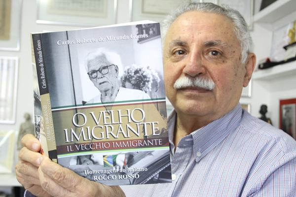 Escritor Carlos Roberto de Miranda Gomes transforma em livro as memórias e as paixões do italiano Rocco Rosso.