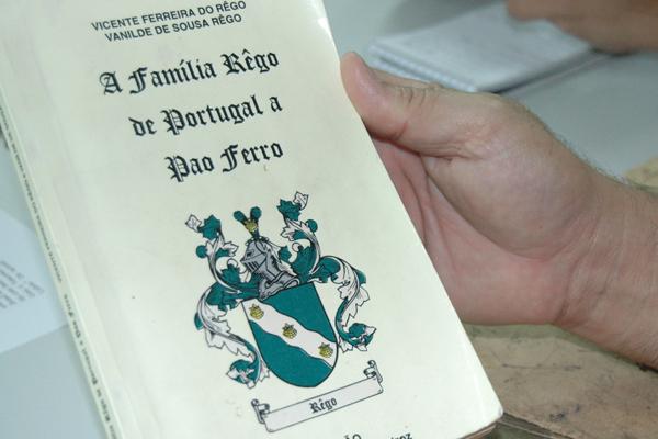 Livro conta toda a história da família, de Portugal a Pão Ferro