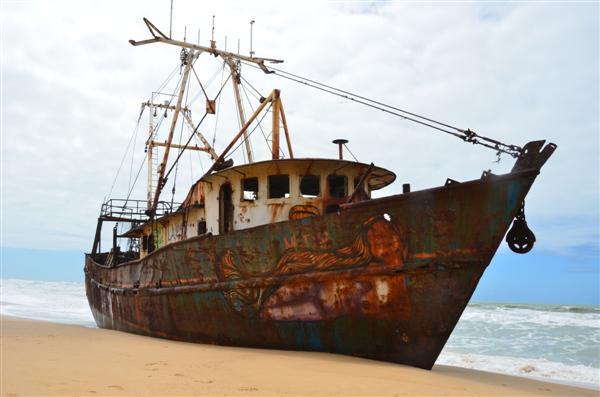 Pesqueiro nigeriano passou 35dias à deriva antes de encalhar no litoral potiguar em outubro de 2009