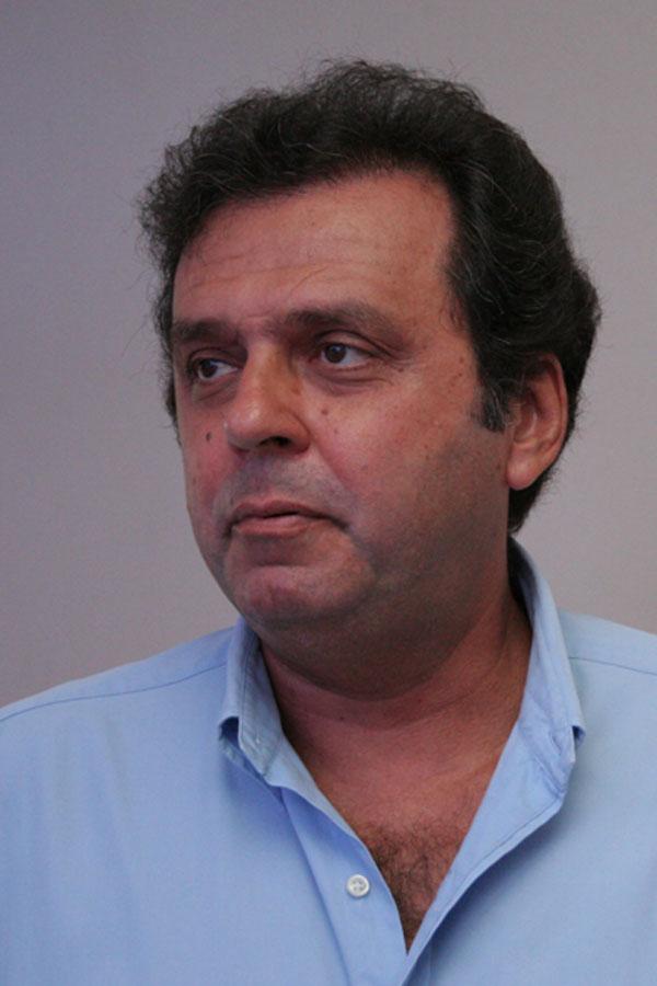 Carlos Eduardo lidera com 55,71% das intenções de voto
