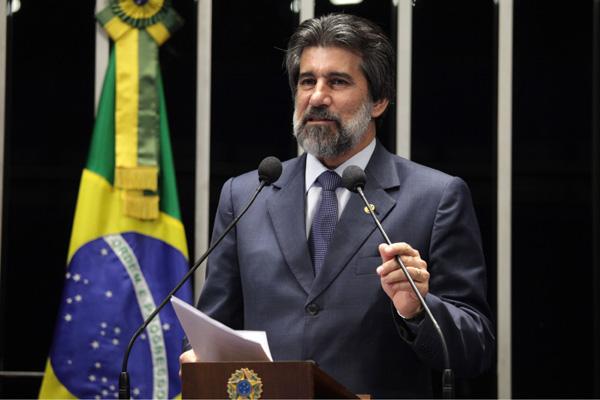 Senador Valdir Raupp afirma que número de partidos políticos no Brasil é excessivo