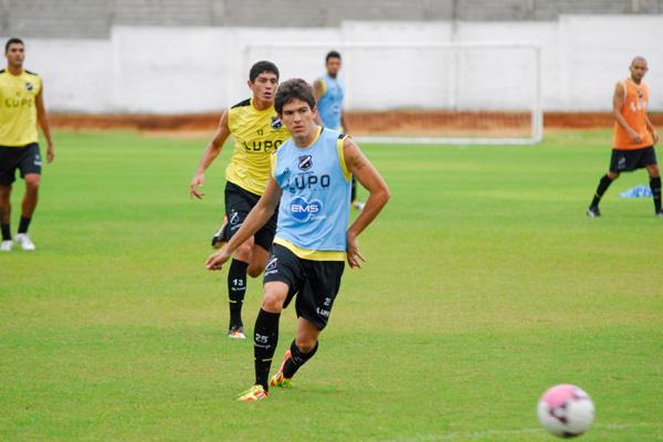 O zagueiro Alison, que pediu para não disputar o jogo contra o Criciúma, pode se transferir para o time do Sport, ainda essa semana