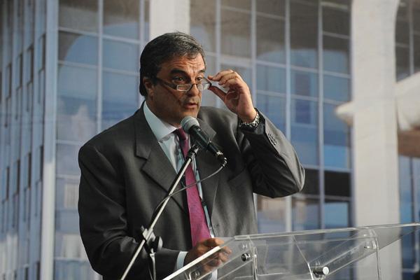 José Eduardo Cardozo lamenta o que considera como crítica indevida à atuação republicana da PF
