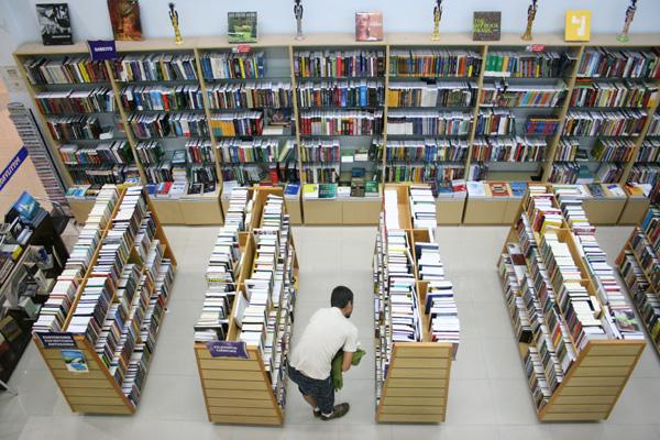 Livraria Poti do Praia Shopping recheia a semana de vários projetos. Tem o Café com Cinema, Poticonversando e o Música no Café.