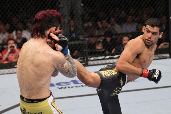 O potiguar Renan Barão tem um desempenho impressionante na categoria e tenta, desta vez, ficar com o cinturão lutando pelo UFC