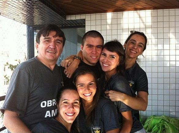 Família publica foto comemorando a volta de Popó Porcino para casa
