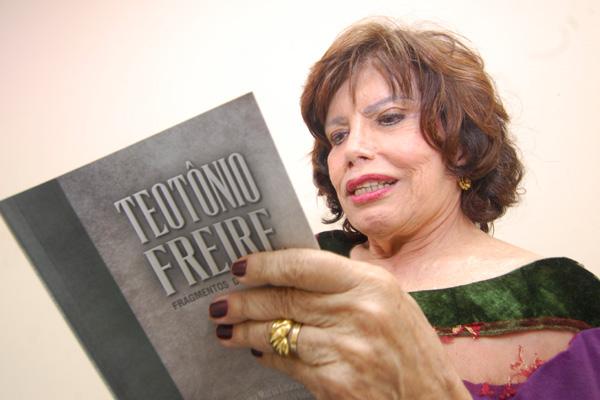 Anna Maria Cascudo publicou livro sobre o avô paterno e materno