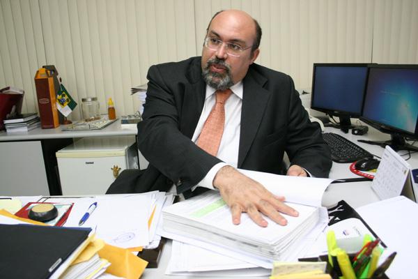 Procurador-geral do Estado, Miguel Josino, diz que decisão preocupa